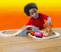 TOMY Chuggington Wooden Railway Wilson'S Lift And Load Set (Multicolor)