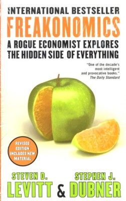 Buy Freakonomics : A Rogue Economist Explores the Hidden Side of Everything (English): Book