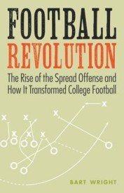 Football Revolution: The Rise of the Spread Offense and How It Transformed College Football (English) (Paperback)