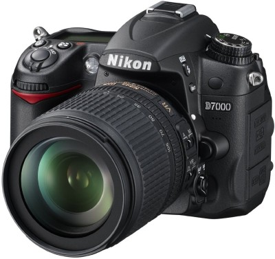 Nikon D7000 SLR with AF-S 18-105mm VR Kit Lens