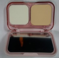 Maybeline New York Maybelline New York Clearglow All In One Fairness Compact Powder Spf32++ Compact  - 9 G (01 Light))