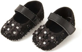 Pikaboo Starry Embroidered Shoes In Black(6-9 Months) Bellies