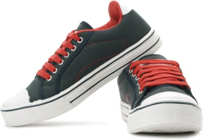 SG Maxxum Sneakers under Rs 999 from Flipkart - Best Price !