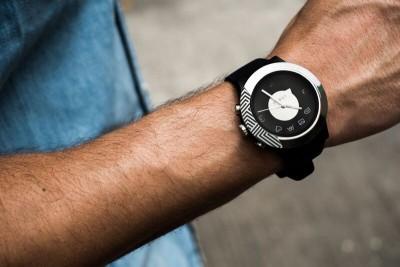 COGITO Fit Smartwatch (Black Strap)